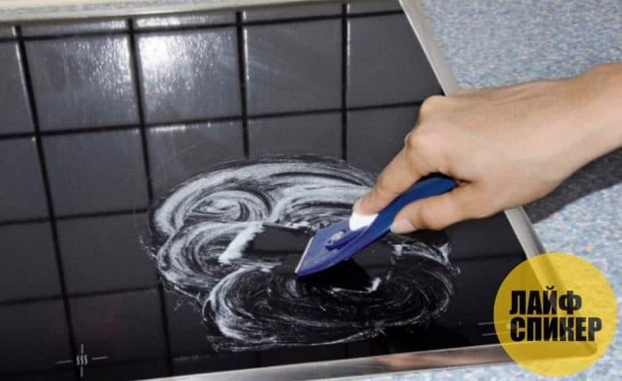 Чистка стеклокерамической плиты различными средствами