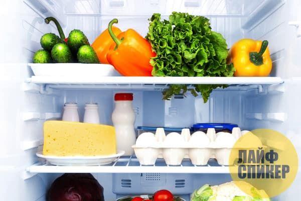 Дезодорирует холодильник