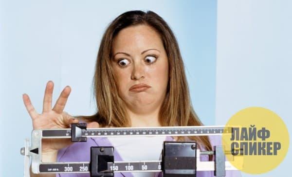 Едя ночью, вы набираете в двое больше вес!