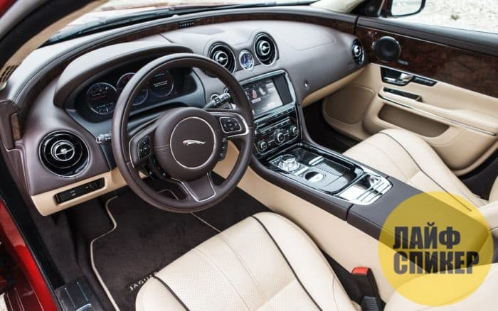 Автомобиль Jaguar XJ